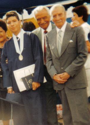 En mi graduación de Cole (1994) mis abuelitos Guillermo y Jorge